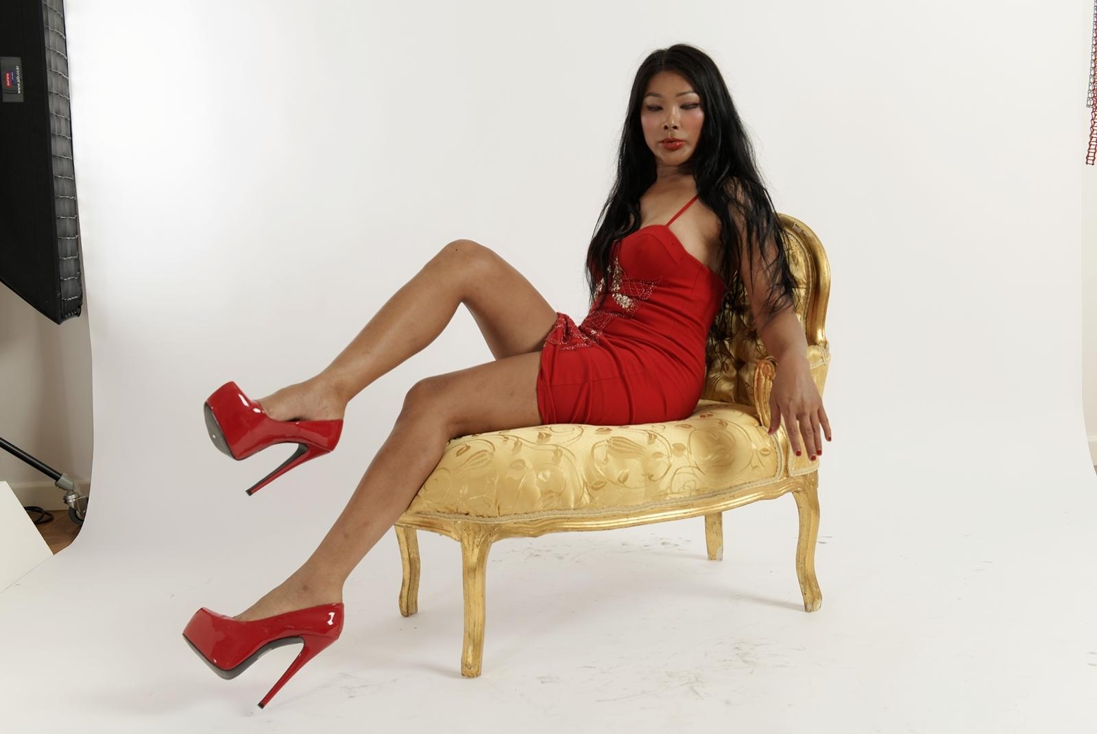 Nikki Thai attrice fotomodella thailandese che conquista