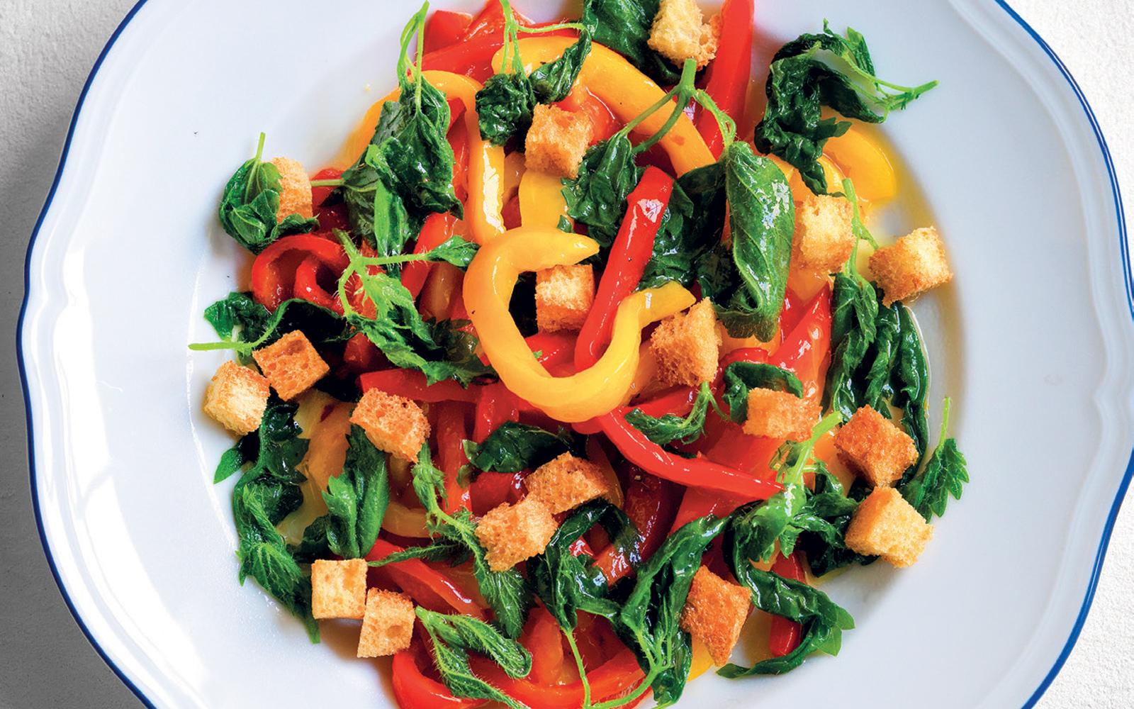 ortiche-in-insalata-con-i-peperoni
