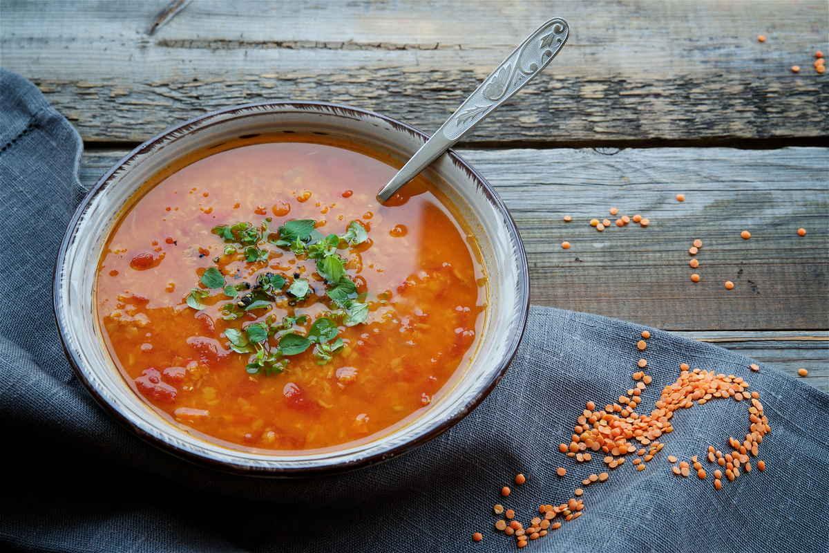 zuppa-depurativa-di-lenticchie-rosse,-curcuma-e-zenzero