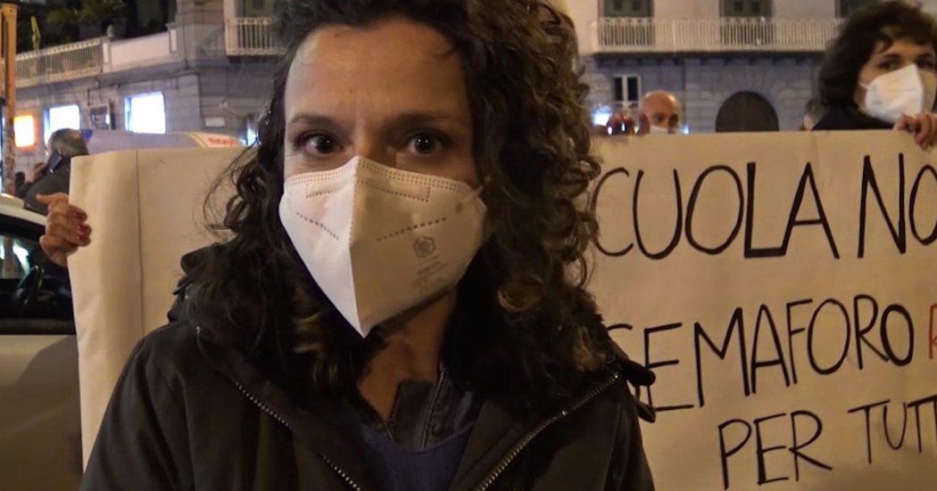 """napoli,-genitori-e-docenti-protestano-contro-il-rinvio-della-riapertura-delle-scuole:-""""da-mesi-conviviamo-con-il-virus,-non-e-piu-emergenza"""""""