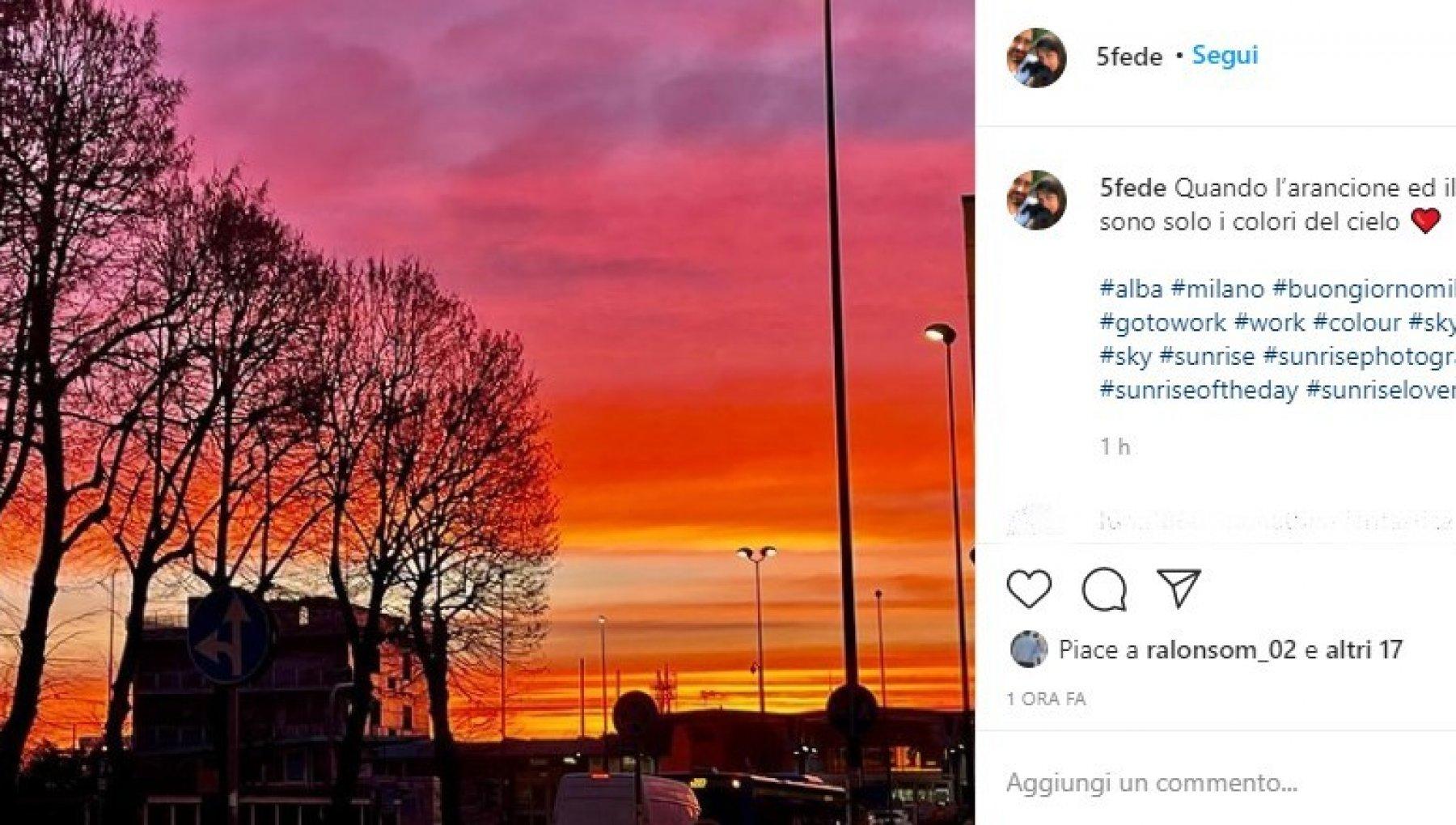 """milanesi-stregati-dall'alba:-""""oggi-arancione-e-rosso-sono-i-colori-del-cielo"""""""