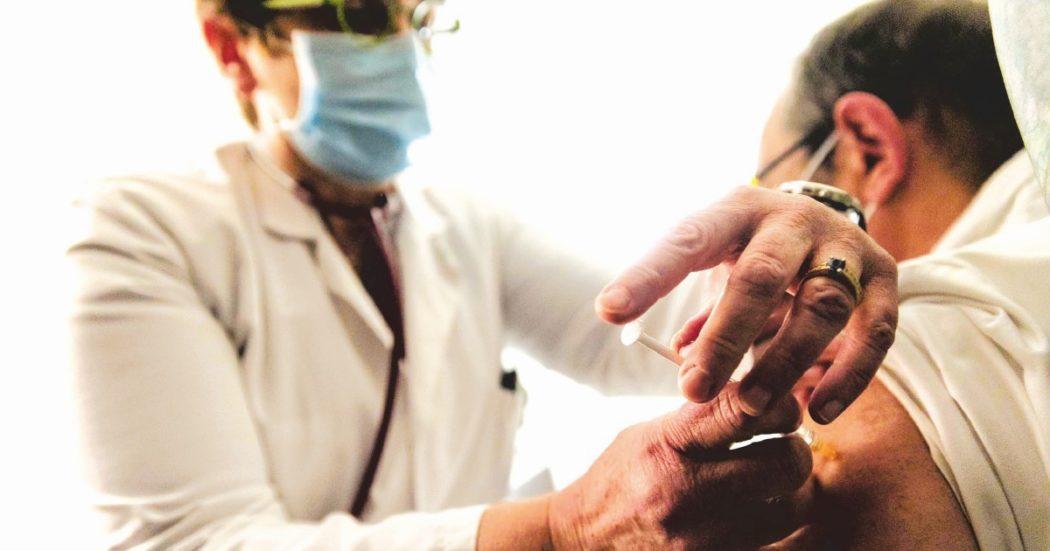 vaccino-anti-covid,-l'italia-supera-le-865mila-dosi-somministrate.-solo-3-regioni-hanno-utilizzato-meno-della-meta-delle-fiale
