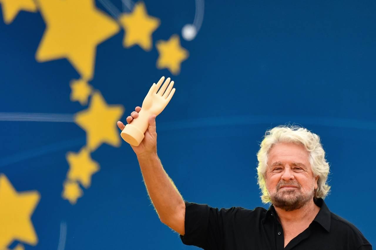 crisi-di-governo,-grillo-sostiene-il-premier-e-lancia-l'hashtag-#conte
