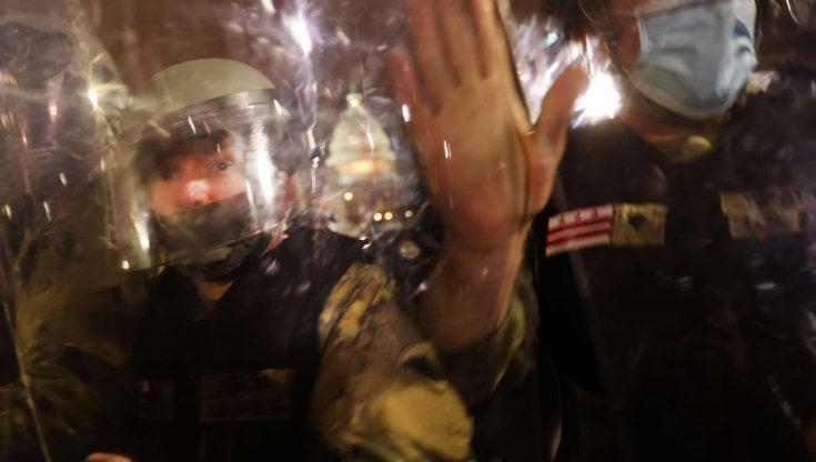usa,-la-polizia-e-tre-volte-piu-violenta-con-i-manifestanti-di-sinistra-che-con-i-pro-trump
