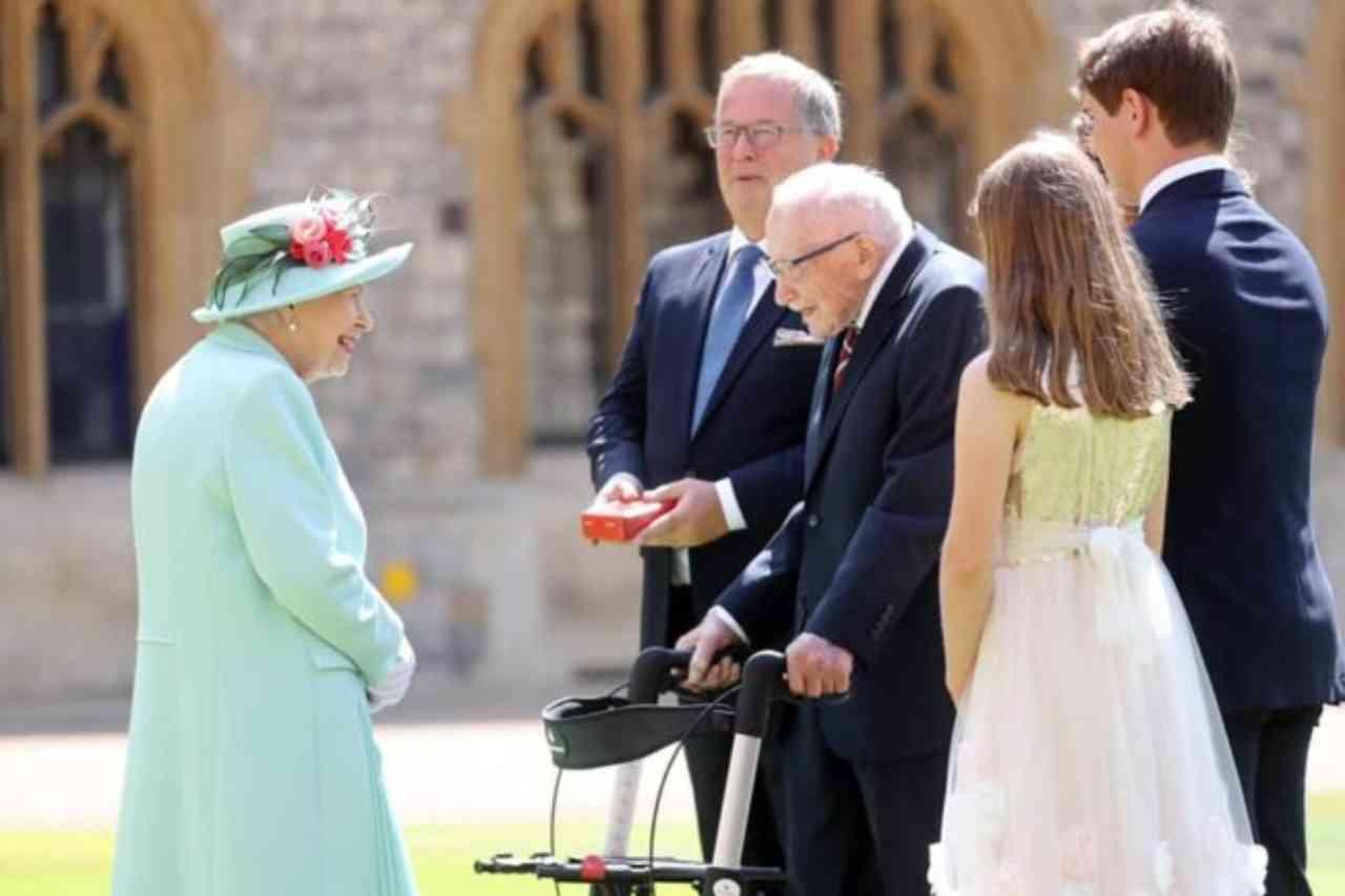 tom-moore-e-morto:-fatale-il-covid-per-il-simbolo-britannico