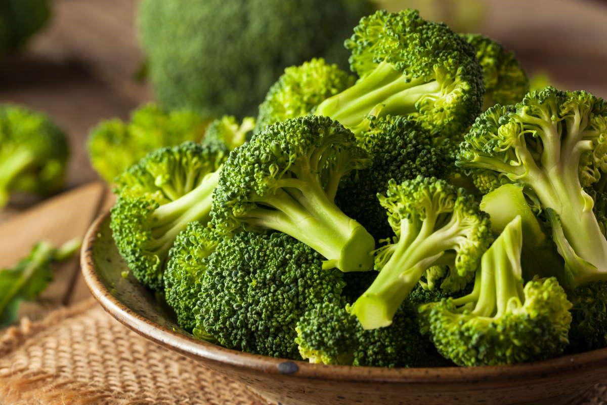 non-buttare-via-i-gambi-del-broccolo,-come-utilizzarli-in-questo-pesto-antispreco