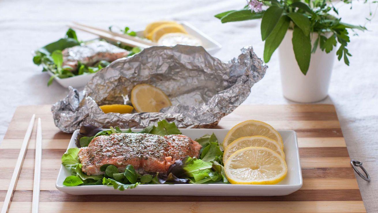 filetto-di-salmone-al-cartoccio-con-erbe-aromatiche