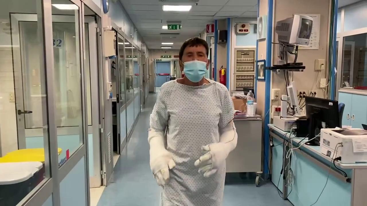 gianni-morandi-pubblica-una-foto-dall'ospedale-e-il-web-lo-attacca-duramente