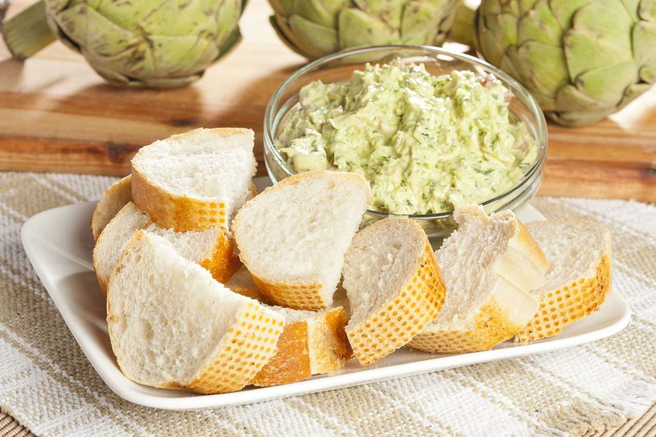 non-buttare-le-foglie-del-carciofo!-trasformale-in-una-salsa-dip-da-spalmare-sul-pane