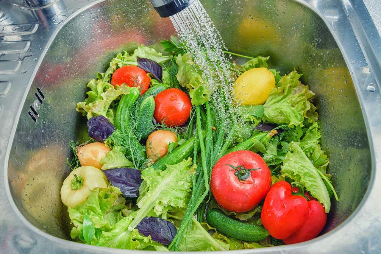 non-basta-sciacquare,-questi-sono-i-migliori-metodi-per-rimuovere-i-pesticidi-da-frutta-e-verdura
