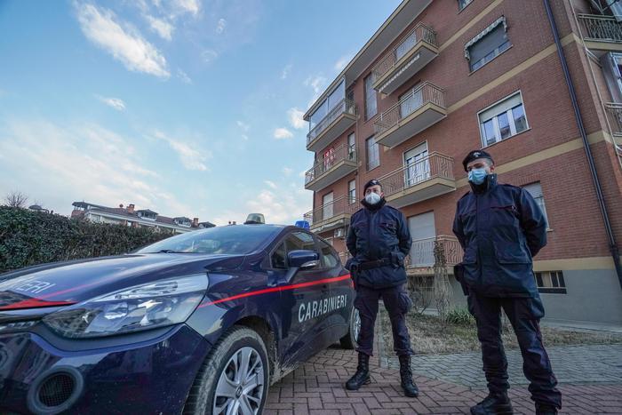 uccide-la-madre,-chiama-i-carabinieri-e-si-suicida,-dramma-familiare-a-gazoldo-degli-ippoliti.