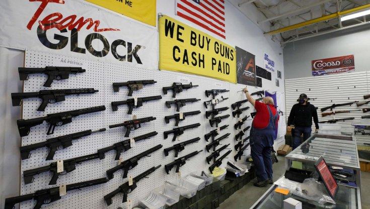 stati-uniti,-ancora-una-sparatoria:-un-morto-e-cinque-feriti-in-un-mobilificio-del-texas