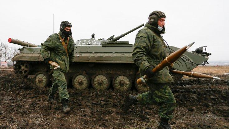 russia,-putin-smobilita-le-truppe-al-confine-con-l'ucraina-e-invita-zelenskij-a-mosca