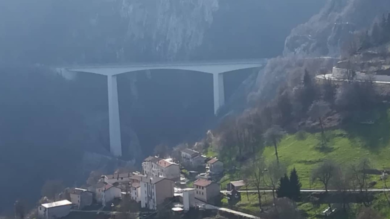 20enne-si-suicida-lanciandosi-dal-ponte-della-morte,-orrore-nella-comunita