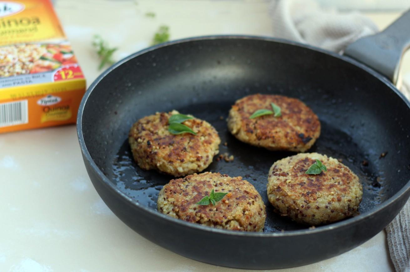 burger-di-quinoa-con-mele-e-fiori-di-zucca