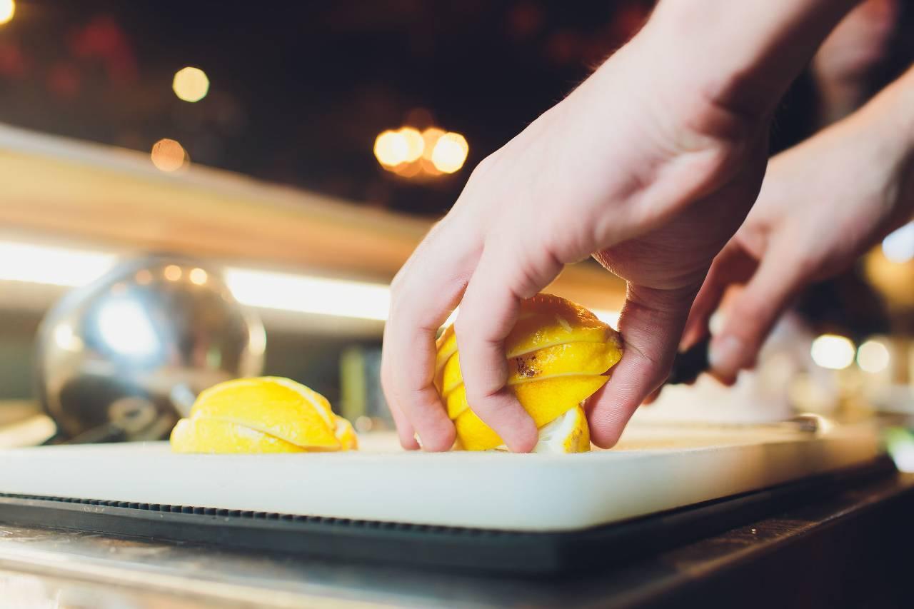 non-butterai-mai-piu-le-bucce-di-limone,-trucchi-furbi-e-ricette-per-riutilizzare-sempre-le-scorze