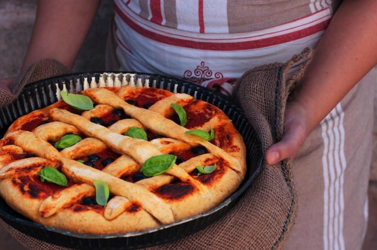 pizza-con-pomodoro-e-olive