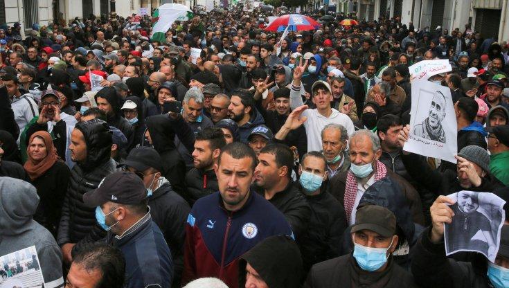algeria,-il-regime-blocca-la-protesta-dei-giovani