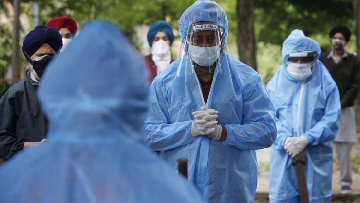 coronavirus-nel-mondo,-in-india-superati-27-milioni-di-casi.-in-brasile-nuova-variante-a-san-paolo