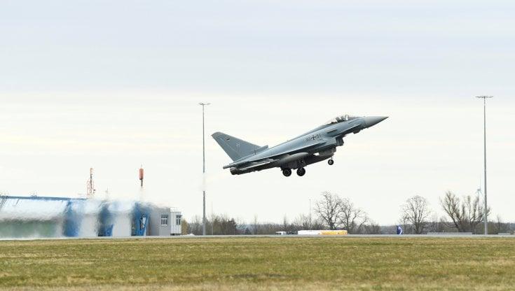 la-superofferta-ue-alla-svizzera:-un-ricco-partenariato-se-compra-gli-eurofighter-invece-degli-f35-usa