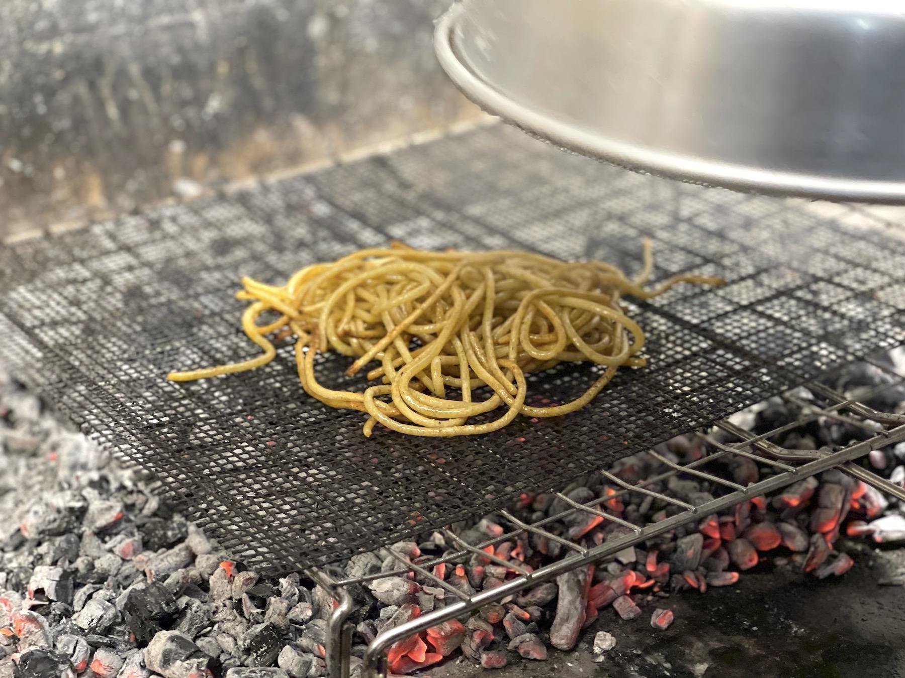 ricette-che-fanno-la-storia-della-cucina-italiana:-la-cacio-e-pepe-alla-brace-di-errico-recanati