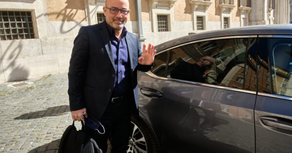 i-5-stelle-scaricano-cingolani:-il-ministro-della-transizione-ecologica-'voluto'-da-grillo-verso-la-sfiducia