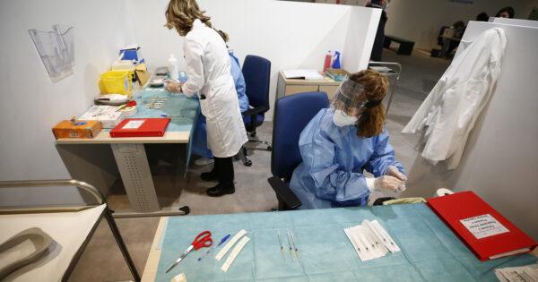 tre-giorni-di-vaccini-'open-day'-a-napoli:-quasi-25mila-dosi-pfizer-dai-16-ai-59-anni