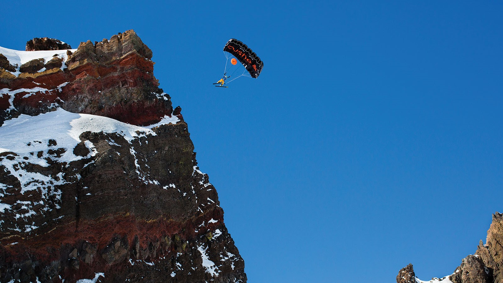 'super-frenchie'-review:-base-jumping-documentary-is-super-engaging