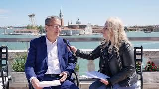 la-mahalla-uzbeka-alla-biennale-di-venezia,-intervista-all'ambasciatore-dell'uzbekistan-in-italia-otabek-akbarov.