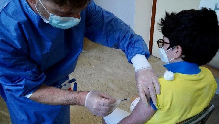 coronavirus-nel-mondo:-usa,-allarme-per-i-contagi-dei-giovanissimi.-la-cina-approva-il-vaccino-sinovac-per-la-fascia-3-17-anni
