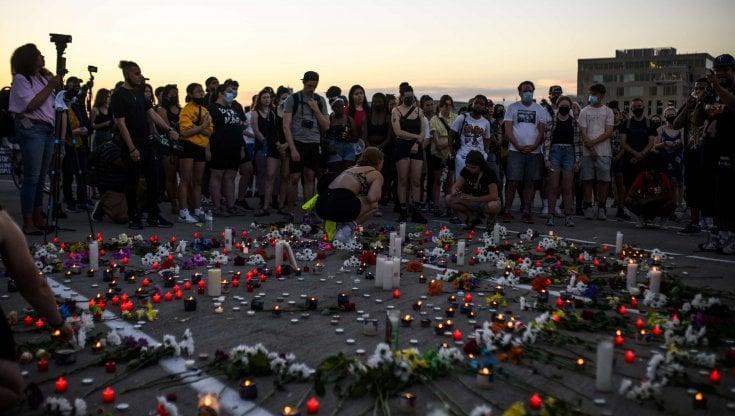 minneapolis,-notte-di-scontri-dopo-l'uccisione-di-un-nero-da-parte-di-agenti:-danni-e-9-arresti
