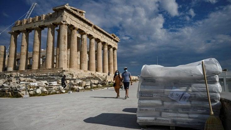 """""""scempio-all'acropoli"""".-una-strada-di-cemento-divide-la-grecia"""