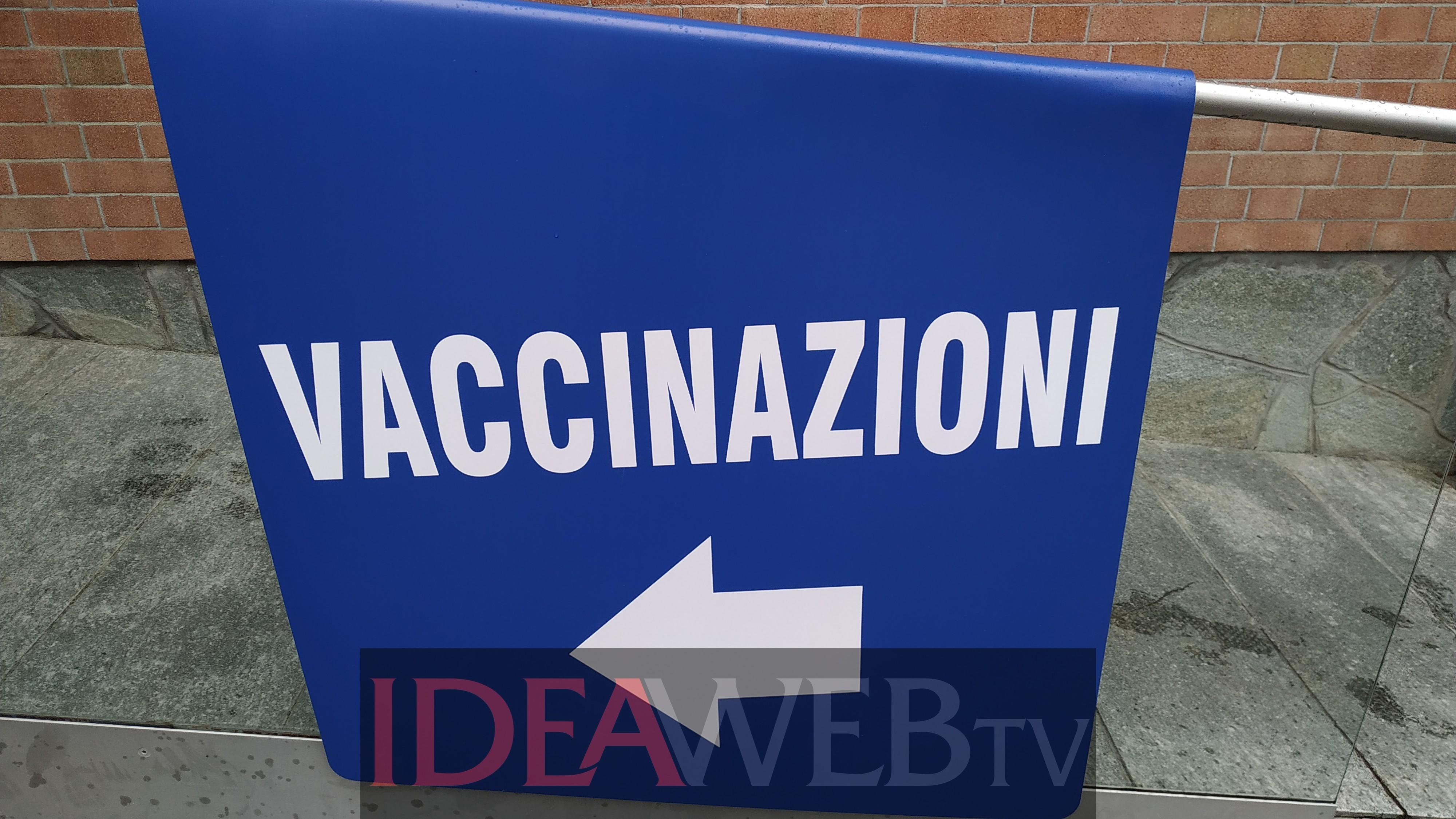 """""""accoglienza-sicura"""":-a-pieno-ritmo-le-vaccinazioni-per-gli-operatori-turistici-tra-alba-e-gallo-grinzane-(video-e-foto)"""