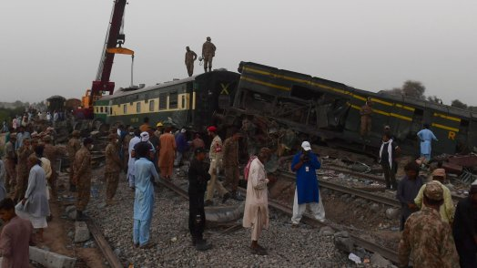 pakistan,-disastro-ferroviario-a-nord-di-karachi.-oltre-60-i-morti