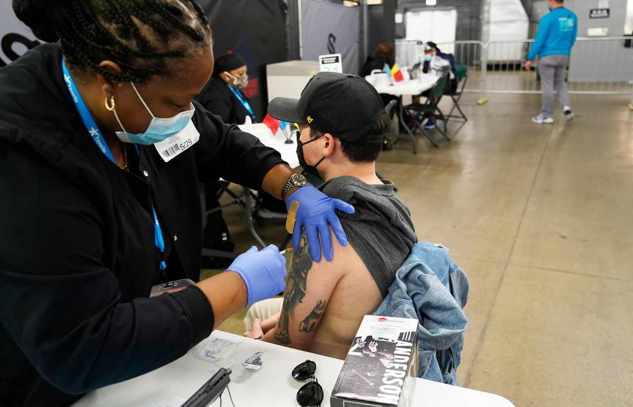 vaccino-covid,-negli-usa-somministrate-303-milioni-di-dosi:-il-piano-di-fauci