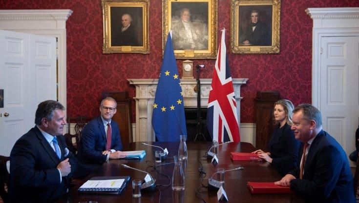 brexit,-tra-londra-e-bruxelles-scoppia-la-guerra-delle-salsicce