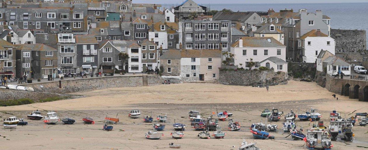 la-cornovaglia:-spiagge-e-hotel-da-vip-in-una-regione-povera:-un-teatro-simbolico-per-le-contraddizioni-che-il-g7-deve-affrontare