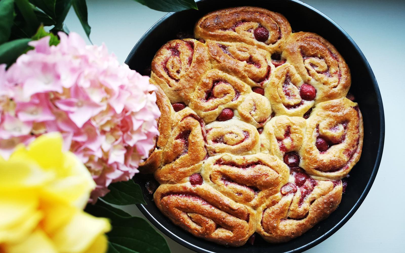 torta-di-rose-con-marmellata-di-ciliegie