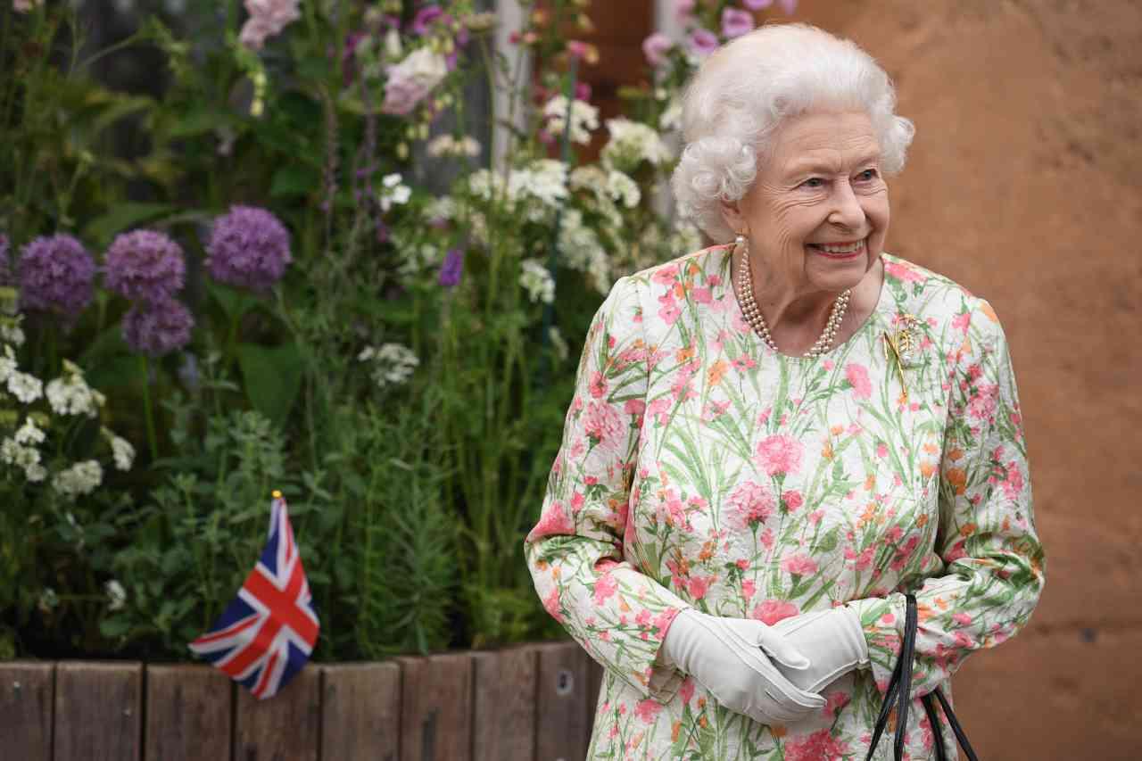 royal-family,-storico-cambiamento-della-regina:-lo-fa-per-harry-e-meghan!