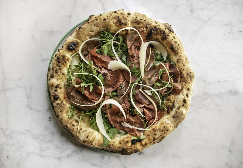 pizzium-riapre-le-porte-delle-sue-pizzerie-con-tante-novita-per-l'estate-tra-cui-la-sua-iconica-bufalina-ora-anche-senza-lattosio!