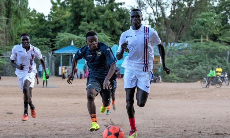 solidarieta-e-sport,-sampdoria-e-unhcr-insieme-per-i-rifugiati:-divise-blucerchiate-in-kenya