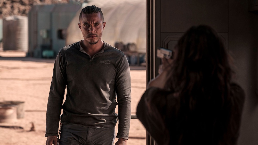 'settlers'-review:-a-sleek,-promising-sci-fi-mood-piece-that-leaves-earth-but-stays-grounded