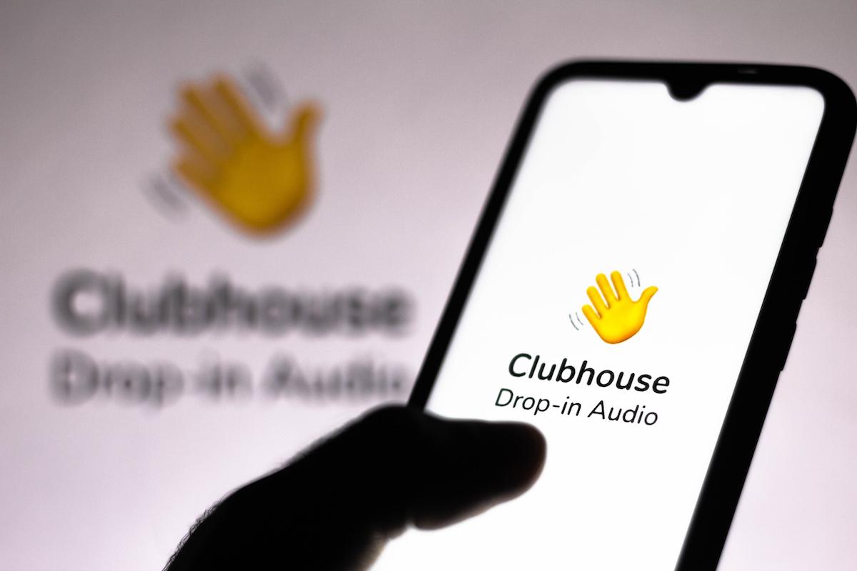 clubhouse-alza-la-voce:-effetto-surround-per-resuscitare-le-nuove-iscrizioni