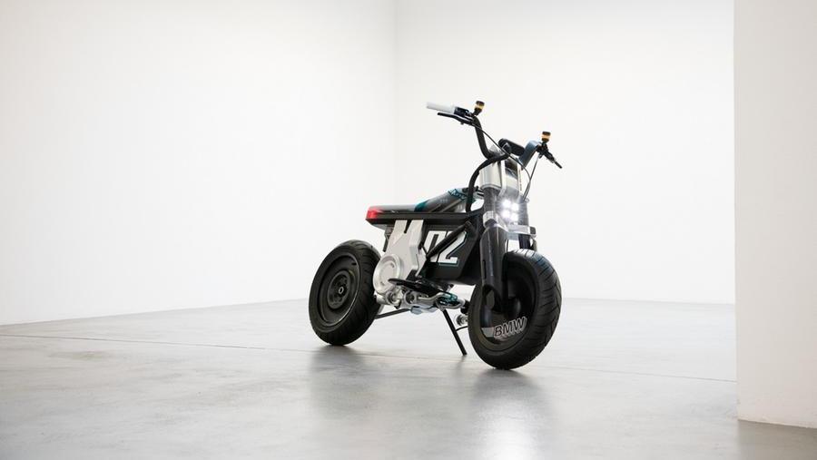 bmw-concept-ce-02,-prove-di-scooter-elettrico-da-citta