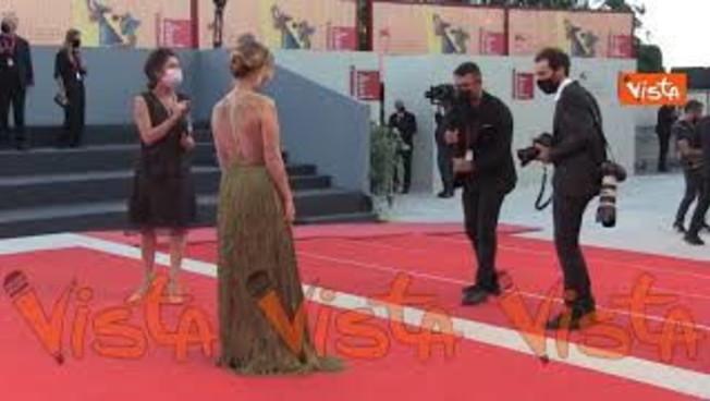 venezia78,-il-nude-look-mozzafiato-di-salome-dewaels-sul-red-carpet