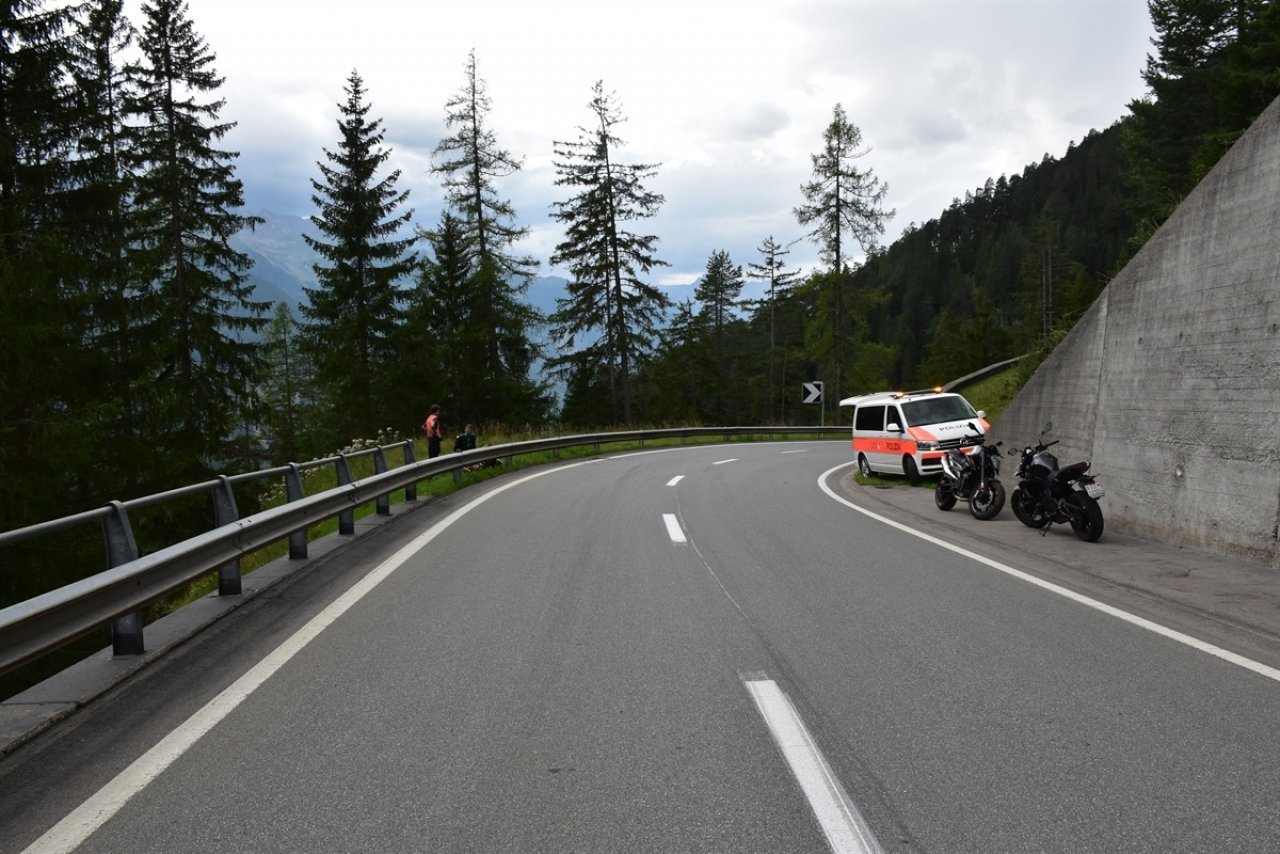 motociclista-si-schianta-contro-il-guardrail