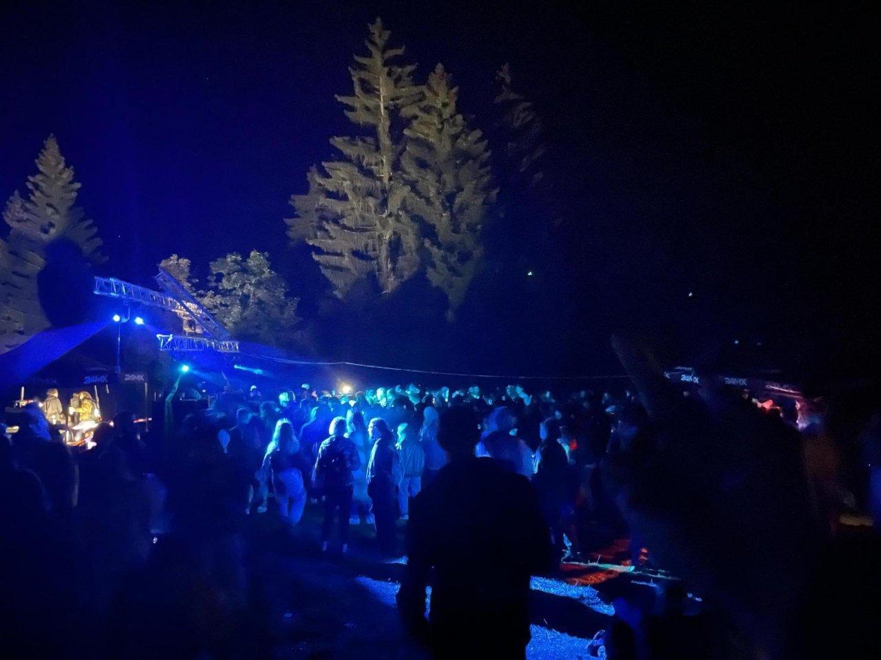 rave-party-(illegale)-attira-quasi-2'000-festaioli