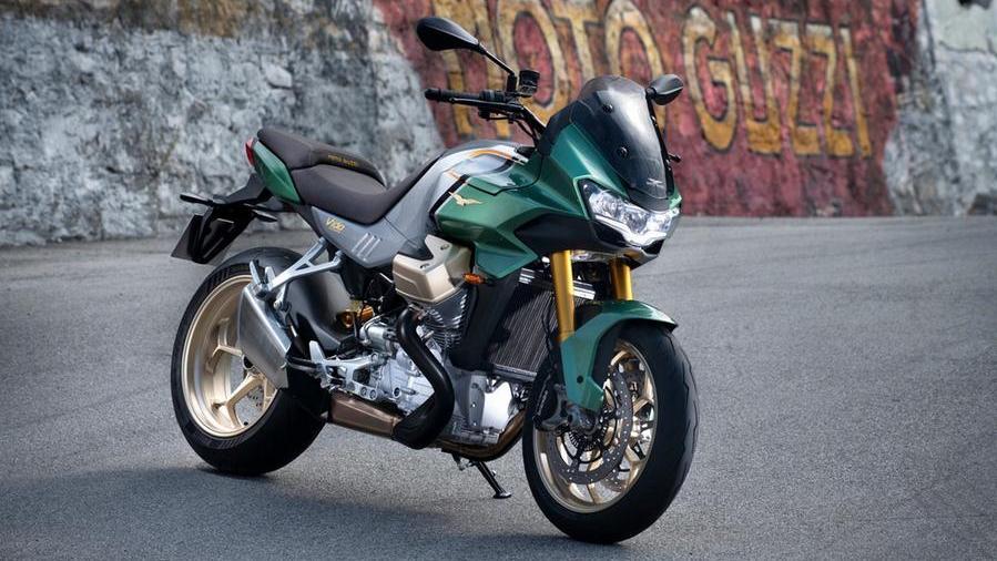 moto-guzzi-v100-mandello,-debutta-il-nuovo-motore-4-valvole-raffreddato-a-liquido