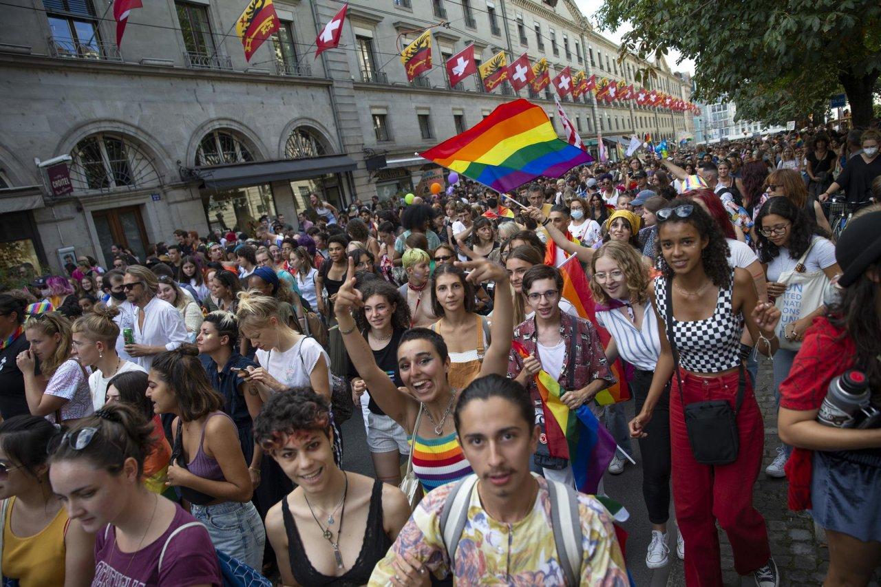 in-migliaia-per-la-marcia-del-pride