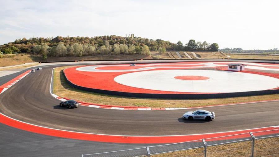 l'autodromo-di-franciacorta-diventa-il-porsche-experience-center-piu-grande-del-mondo